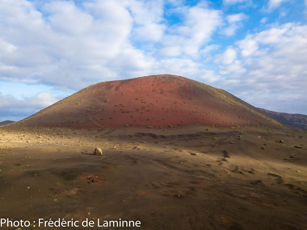 Montana Colorada et la Bomba volcanica en avant plan. Photo : Frédéric de Laminne