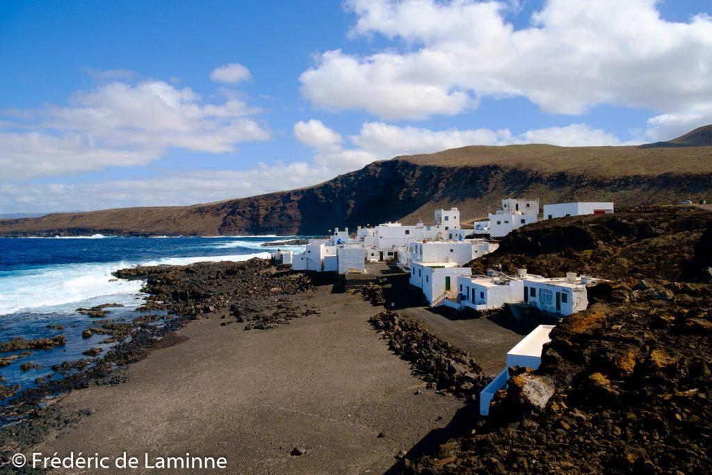 Le village de Tenesar est en bord d'océan. Tenesar , Lanzarote. Photo : Frédéric de Laminne