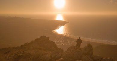 Coucher de soleil sur Famara vu depuis l'ermita de Las Nieves, Lanzarote.