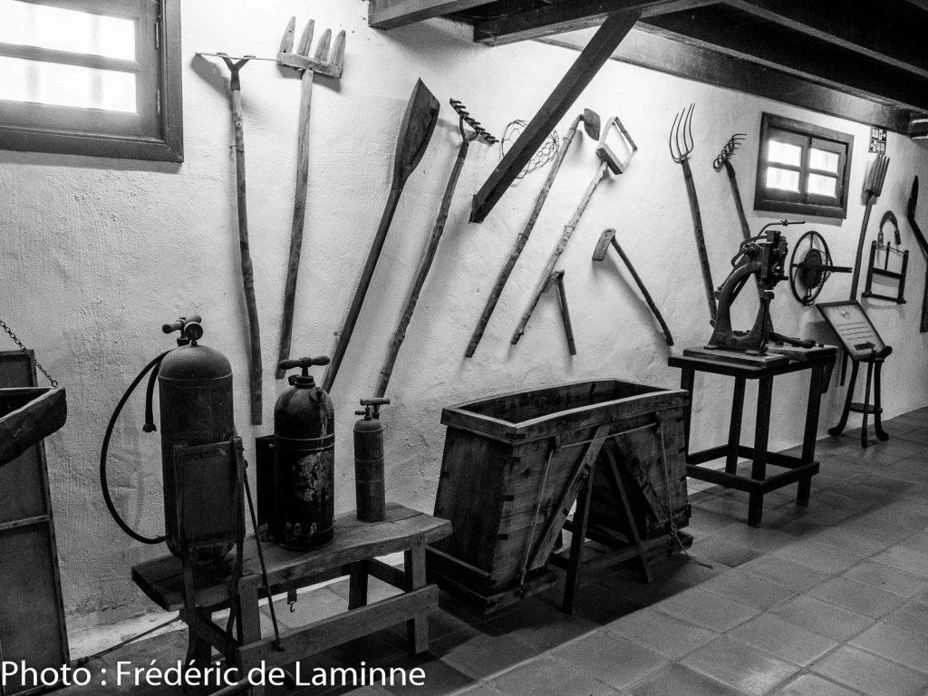 Collection d'outils au musée Agricole El Patio (Tiagua) sur l'île de Lanzarote, Canaries le 13/11/2019. Photo : Frédéric de Laminne