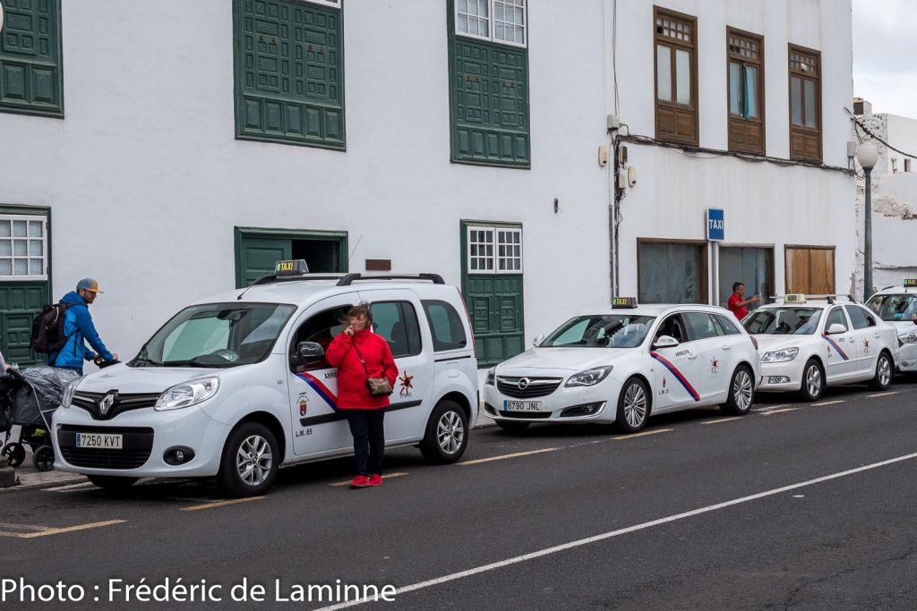 Ligne Taxis près d'un hôtel à Arrecife