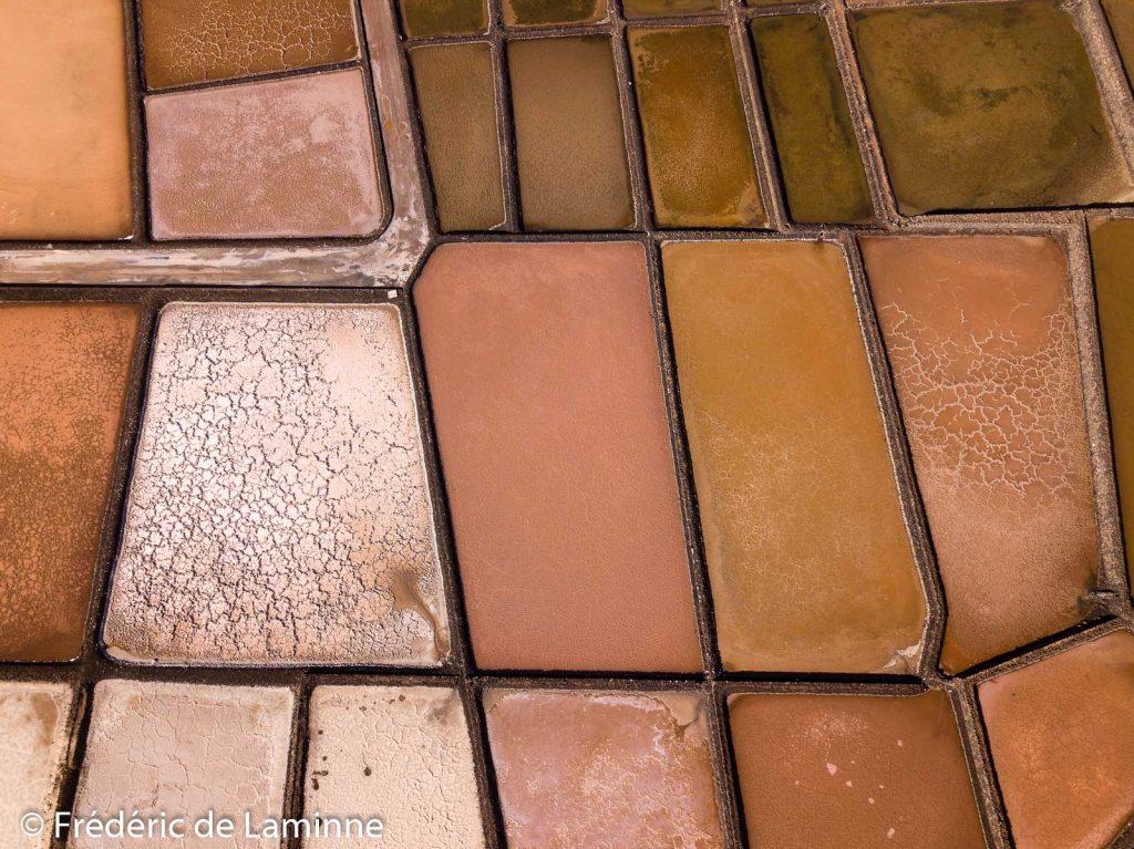 Vus de haut les marais salants de Janubio ressemblent à une palette de peintre.