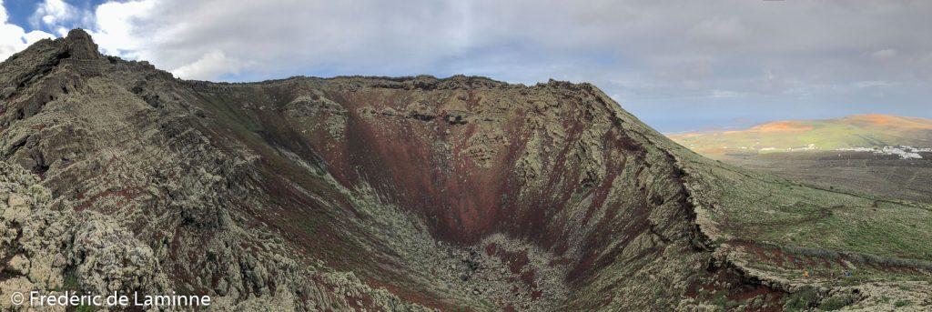 Vue de l'intérieur du cratère du Volcan de la Corona, Haria, Lanzarote. il culmine à 609m ce qui en fait le deuxième sommet de l'île. Photo : Frédéric de Laminne