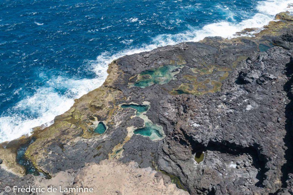 Piscines naturelles près de l'hôtel abandonné de Playa Blanca