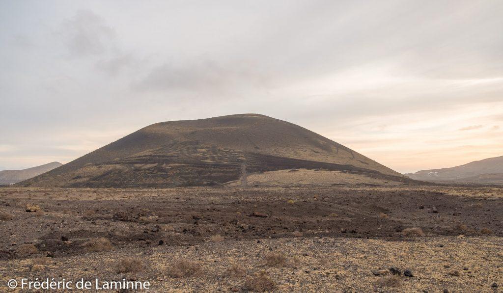 La montana Negra telle qu'on la voit depuis le chemin de la balade autour de la Montana Colorada