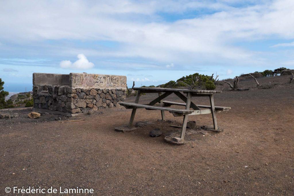Des bancs et des aires de BBQ sont disponibles à El Bosquecillo près de Haria