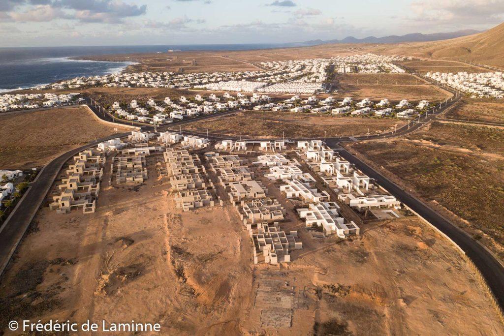 Projets de constructions à l'arrêt près de Punta Pechiguera à Playa Blanca