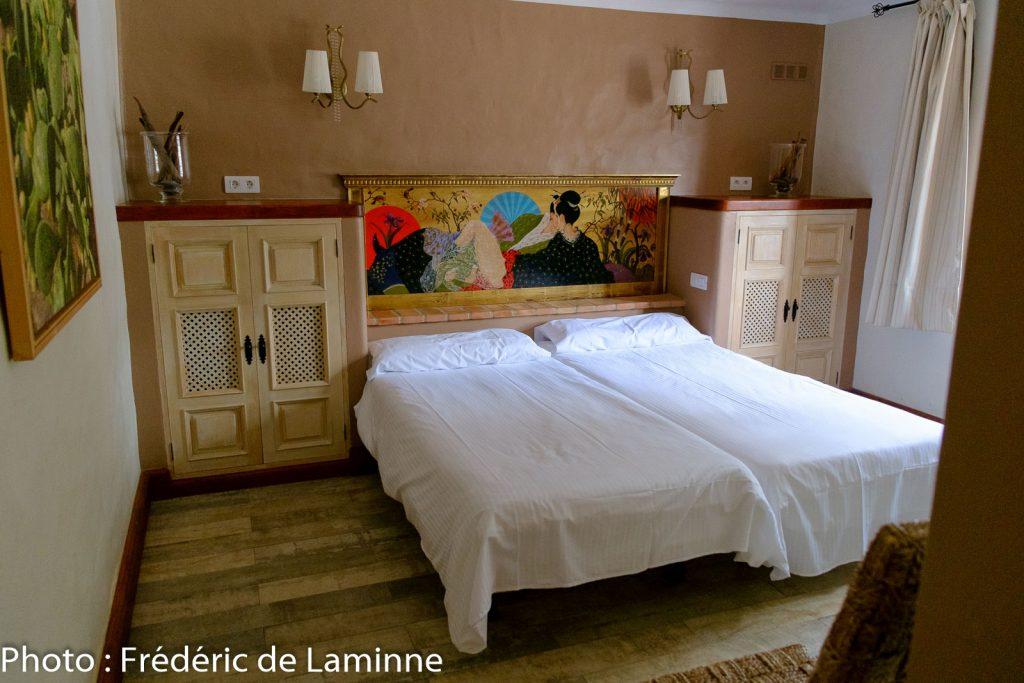Une des chambres de l'hôtel Casa de Hilario. Déco simple mais confortable.