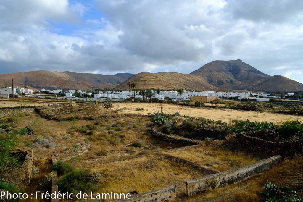 Vue sur le village de Yaiza depuis les environs de l'hôtel Casa de Hilario