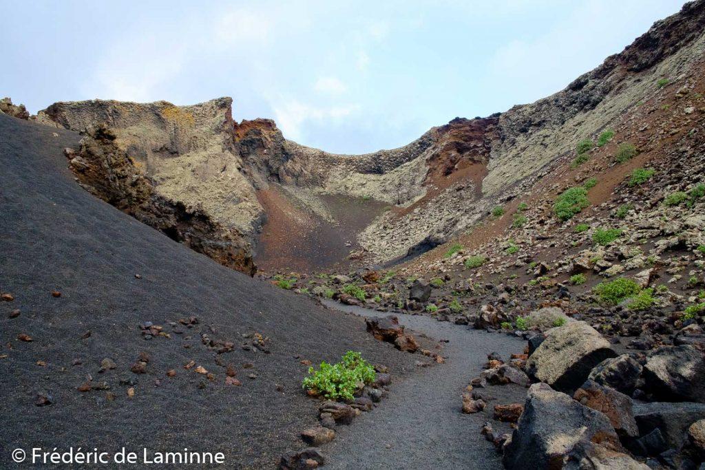 Vue de l'intérieur du cratère du volcan El Cuervo, près de Tinajo.