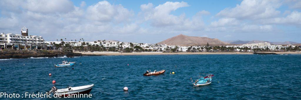 La Playa Las Cucharas se trouve à Costa Teguise sur l'île de Lanzarote