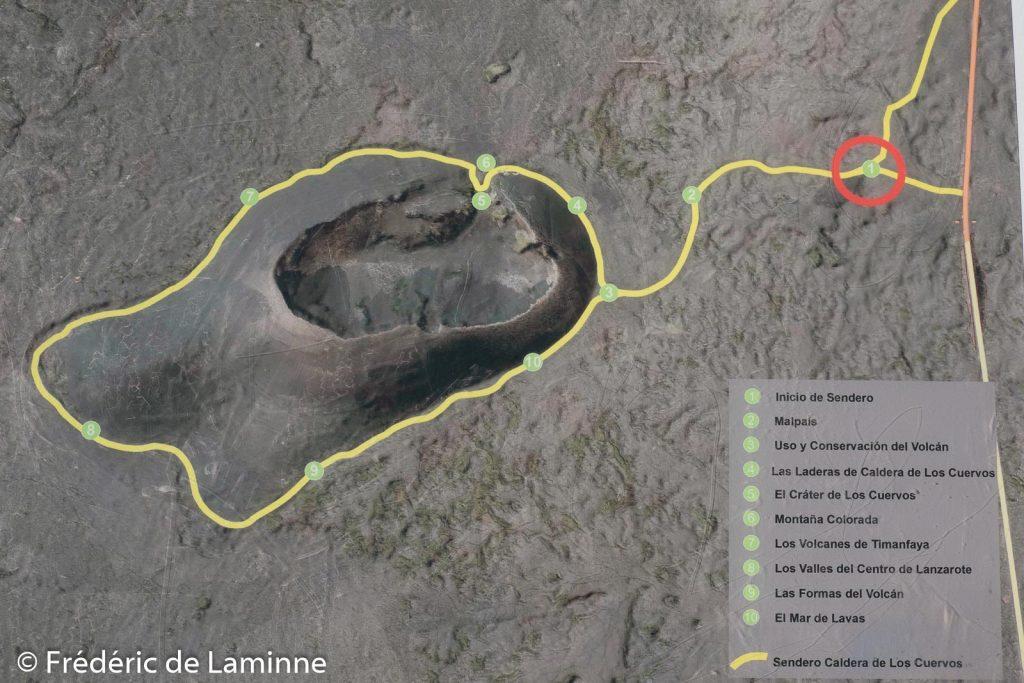 Le circuit balisé autour de la montanta El Cuervo. El Cuerco est un ancien volcan de Lanzarote dont l'un des flancs effondré permet de pénétrer dans le cratère.
