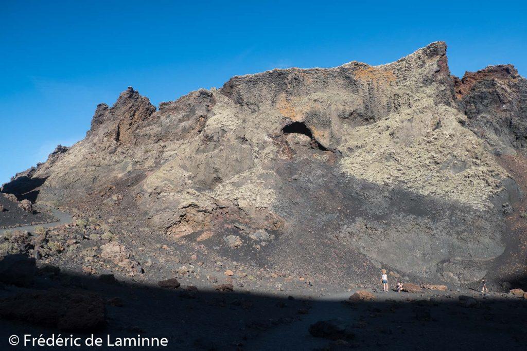 L'intérieur du cratère du volcan El Cuervo vaut la visite. El Cuervo est le premier volcan a être entré en activité en 1730.
