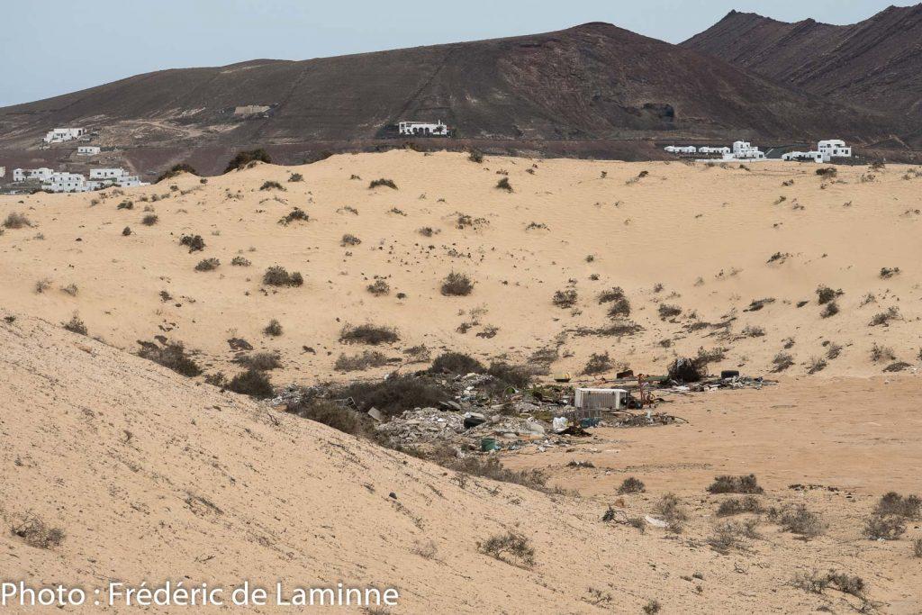 Certains voisins considèrent le désert comme une décharge