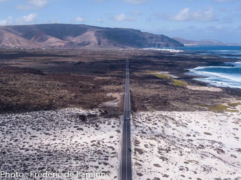 La route LZ1 qui mène à Orzola, Lanzarote.