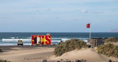 Poste de secours sur la plage de Famara (Caleta de Famara) sur l'île de Lanzarote, Canaries le 10/11/2020. Photo : Frédéric de Laminne