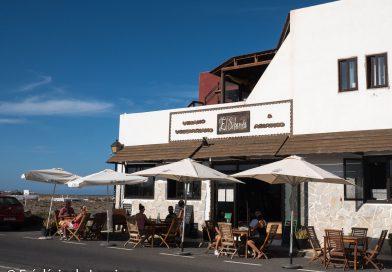 Façade et terrasse du restaurant El Sibarita (Famara)