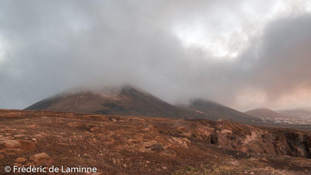 La Montana de Guardilama a la tête dans les nuages en février 2020.